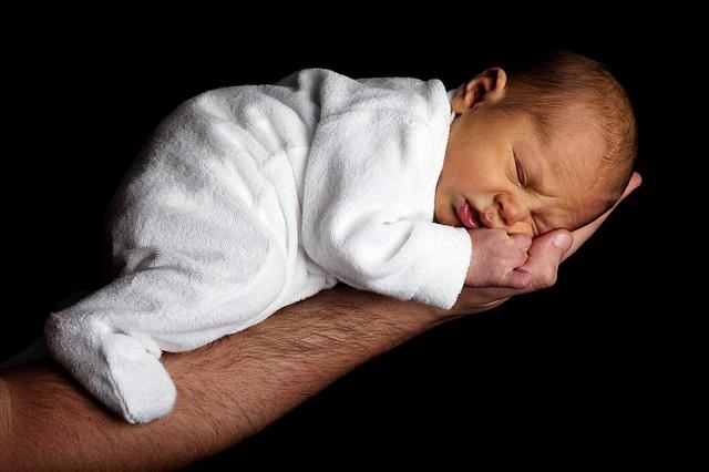 Ile kropel Espumisanu dla noworodka?