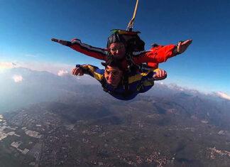 Jak skakać ze spadochronem